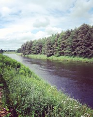 Stopping to eat a sammich for once (pamelaadam) Tags: instagramapp square squareformat iphoneography uploaded:by=instagram amaro thebiggestgroup fotolog digital phonecam june summer 2016 dyce aberdeen riverdon scotland