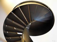 AufGang (pen3.de) Tags: omd em10ii zuiko1240 trepppengelnder treppenstufen treppe aufgang