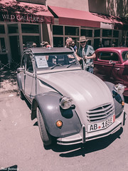 Citroen 2CV (Thad Zajdowicz) Tags: car automobile vehicle 2cv citroen french france vintage classic zajdowicz santafe newmexico travel leica lightroom availablelight color people street urban city outdoor outside