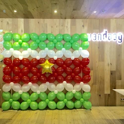 Ballonnenwand van Quicklink Link-o-Loons Surinaamse maand bij Restaurant Vandaag