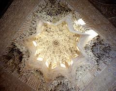 Palais Nasrides (Jean-Baptiste Huet) Tags: mamiya film architecture fuji alhambra granada 6x7 espagne argentique argentic mamiya7ii