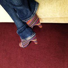shoe lover (Rosmarie Voegtli) Tags: colors fashion shoes pattern colours stripes jeans muster streifen souliers shoelover friendofshoes