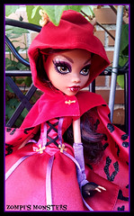 Little Dead Riding Wolf Clawdeen (Zompi) Tags: monster dead scary wolf doll dolls tales riding mh clawdeen monsterhigh