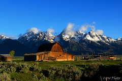 John Moulton Barn, Grand Teton (guizhou2012) Tags: travel mountain mountains nature nikon bluesky nationalparks grandteton snowcappedmountains landscrape brokenbarn