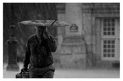 Pluie battante (HubHamy) Tags: white black paris france saint canon pluie des 5d capitale ville germain parapluie prs