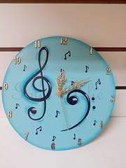 relogio música (Imer atelie) Tags: sol azul brasil de musica mineiro notas redondo circular pintura mdf horas utilidades uberaba relogio clave minutos musicais ponteiros notinhas imeratelie