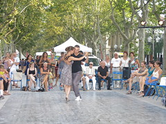 Montpellier, tango (Peter Curbishley) Tags: park trees france beauty concentration dancing montpellier tango spectators champsdemars lesplanade