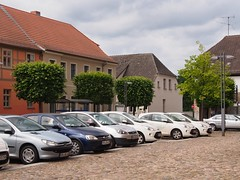 fuerstenberg_omd_6160100 (Torben*) Tags: trees geotagged olympus bume brandenburg parkedcars omd fuerstenberg em5 parkendeautos rawtherapee geo:lat=5318522737976671 geo:lon=13144471537161735