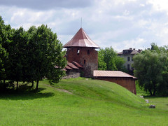 Kaunas Castle, Lithuania (Ron's travel site) Tags: castle europe lithuania easterneurope baltics 2012 balticstates kaunas kaunascastle june2012 file:md5sum=f7fd2d4698e5cbb47e2b974d13337da4 file:sha1sig=68f26de87ddd26cd5bdd45dfb00f53c624d1ca24 ronstravelsite wwwronsspotuk