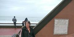 Capbreton, Landes: autoportrait au cadran. (Marie-Hélène Cingal) Tags: selfportrait france autoportrait sundial 40 landes capbreton sudouest aquitaine cadran autoritrato cadransolaire