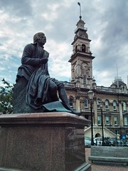 Statue of Robbie Burns at the Octagon (Kevin Fenaughty) Tags: newzealand holiday building statue outdoor dunedin townhall robertburns octagon