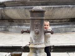 OMD EM1 + 45 1.8 (bajodetorax) Tags: street portrait baby rome roma calle retrato fuente bajodetorax