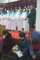 Koor (Frans Schellekens) Tags: china man church choir countryside cross religion pray praying churches bible service mis kerk gebouw anhui kruis koor platteland believers religie bijbel kerken bidden kerkdienst gelovigen