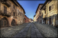 25/2014 - Saluzzo N° 1 (celestino2011) Tags: strade architettura hdr palazzi saluzzo absolutegoldenmasterpiece flickrsfinestimages1