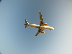 DSCF3078 (Ms. Briongos) Tags: barcelona plane airplane airport bcn catalonia catalunya cataluña avion barna katalonien catalogne elprat vueling areopuerto catalonha