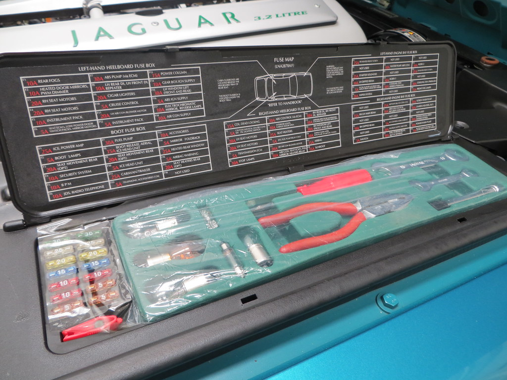 The Worlds Most Recently Posted Photos Of Daimler And Xj6 Flickr 1996 Jaguar Fuse Box Sport Kgf Classic Cars Tags X300 X308