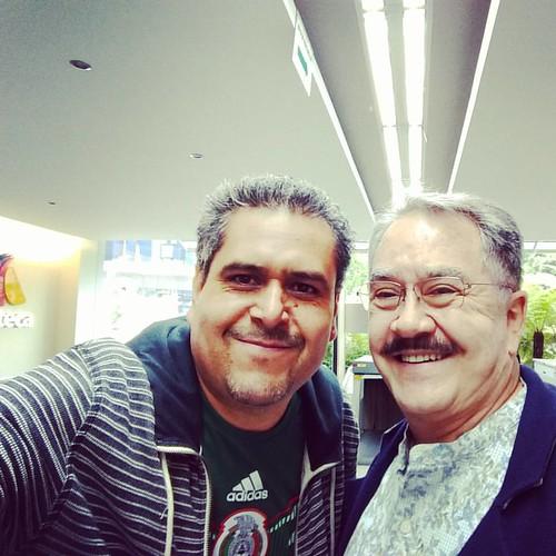 Hoy fiu a Tv @Azteca a ver el partido de @miseleccionmx, pero saben que valió la pena de todo? Mi selfie con @pedrosola 😁