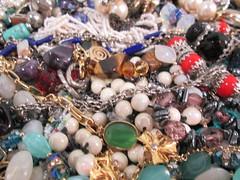 IMG_0434 Caos de bijuterias (gloriafflima) Tags: bijuterias