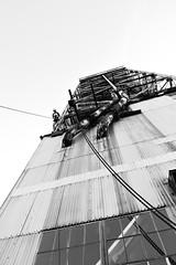 Tour des Convoyeurs/ Dcalade (clementlambert67) Tags: montral noiretblanc vieuxport dcalade tourdesconvoyeurs