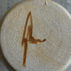 Robert Gordon Pottery mark. (gillhamilton) Tags: robertgordon australianpottery robertgordonpottery