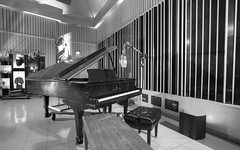 Nat King Cole's Piano and Mic (Non Paratus) Tags: monochrome la blackwhite losangeles piano capitolrecords hollywood microphone walls gobo studioa recordingstudio natkingcole capitolstudios