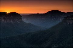 Grose Valley Sunrise (Darkelf Photography) Tags: morning blue sun mountain sunrise canon landscape photography dawn australia filter valley nsw newsouthwales maciek grose 2016 darkelf 24105mm gornisiewicz 5diii
