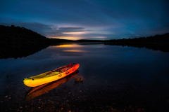 .....ON THE LAKE (Fernando Guerra Velasco) Tags: kayak nocturna embalse piragua largaexposicin