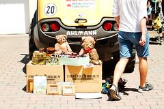 Teddy party (Gulius Caesar) Tags: bear tractor canon munich eos rebel teddy market boxes flea glockenbach t2i glockenbachfest