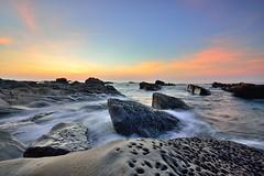 小野柳~奇岩怪石晨彩~   Shiauyeliou Sunrise (Shang-fu Dai) Tags: 台灣 taiwan formosa 台東 富岡 小野柳 shiauyeliou 太平洋 日出 sunrise nikon d800e afs1635mmf4 東海岸 海灘 奇岩怪石