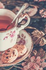 Tea and cookies (WillemijnB) Tags: china flowers cup tasse cookies silver gold keks tea spoon biscuits tee argent thee cupoftea chocolatechip kuchen tassedeth gilt cuillre koekjes goud cuiller chocolade th kopje biskuit gebck zilver bonechina alpacca tassetee lepel germansilver alpacasilver kopjethee