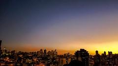 Anoitecer sobre a cidade (carlos.ufmg) Tags: brazil sky night landscape dusk samsung paisagem cu noite townscape anoitecer nightfall prdesol paisagemurbana eventide galaxys6 carobrod