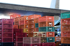 Ceagesp (Nathalia Escarlate) Tags: sãopaulo feira paulo caixas ceagesp caixotes ambienteinterno
