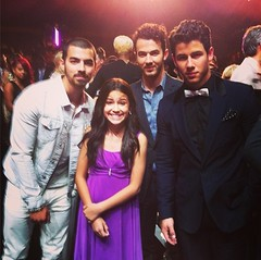 (Jonasbesties) Tags: vegas white fan kevin brothers nick joe fans jonas 2013