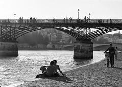 Sur les quais * Paris (sistereden2) Tags: olympus nb f18 zuiko 45mm omd em5
