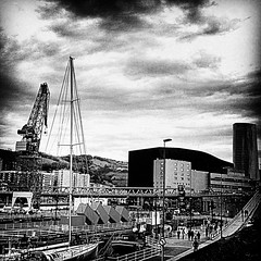 museo marítimo Bilbao (ines valor) Tags: torre bilbao grua karola euskalduna iberdrola ría