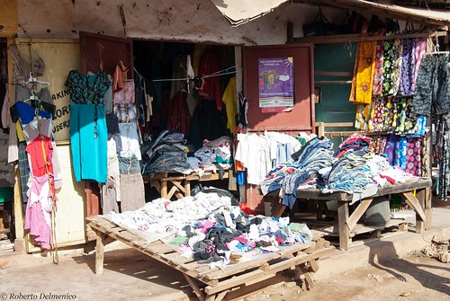"""Malindi_Mercato (5 di 13) • <a style=""""font-size:0.8em;"""" href=""""http://www.flickr.com/photos/121308622@N02/13991773081/"""" target=""""_blank"""">View on Flickr</a>"""