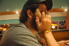 Jimmy. (Luci Correia) Tags: face dinner restaurant fastfood restaurante shy hiding irritated hamburguer timidez hamburgueria tímido hidingface shyboy shyman lucicorreia lucicorreiafotógrafa lucicorreiafotografia colecionandoluzes escondendorosto