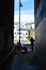 No Name Lane, Kilmarnock. Into Sandbed Street. (Phineas Redux) Tags: scotland kilmarnock streetscenes ayrshire narrowlanes ayrshirescenes nonamelanekilmarnock sandbedstreetkilmarnock