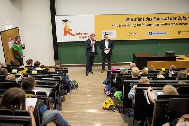 Burkhard Jung speaks to group