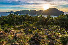 Thai Sunset (Guillaume Desfeux) Tags: christmas eve trees sunset sea sky mountain mountains clouds landscape thailand phi outdoor serene koh