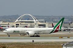 Alitalia, Boeing 777-200ER - New Livery (Ron Monroe) Tags: boeing lax airlines 777 airliners alitalia klax idisu