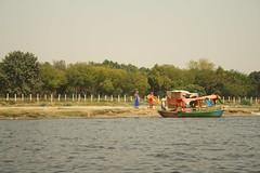Yamuna river, at Mathura (ilovethirdplanet) Tags: india river boats mathura ind uttarpradesh