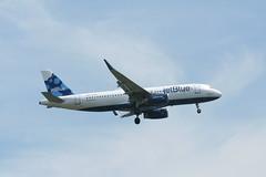 IMG_2541 (wmcgauran) Tags: boston airplane airport aircraft aviation airbus jetblue bos a320 eastboston kbos n827jb