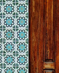 Composicin de madera y azulejos. (Ada Lle) Tags: street valencia colors architecture composition arquitectura ceramics tiles azulejos caid instagramapp uploaded:by=instagram architectureceramicdimensionsce ceramicsanditsdimensionsce cabanyalcanyamelarconcurso cabanyalcanyamelarpielceramica