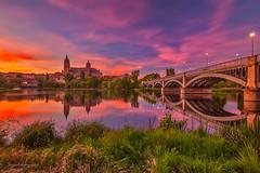 Atardece en Salamanca (juapero) Tags: sky espaa landscape spain cathedral catedral paisaje urbano cielos salamanca juapero