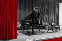 Quando i colori non stonano (iw2ijz) Tags: pianoforte teatro bw colore rosso nero biancoenero musica casadellamusica cb italia strumenti musicali