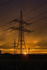 Mnchberg 06 - spannungsgeladener Sonnenunergang (ho4587@ymail.com) Tags: tamronsp2470mmf28divcusd sonne sonnenuntergang abend lichtstimmung strom elektrizitt spannung mast