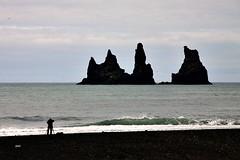 As trs rochas!! (puri_) Tags: picmonkey islndia vik mar ondas trs rochas areia preta silhueta