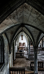 El penitente (Perurena) Tags: light luz church arquitectura shadows decay iglesia chapel sombras arcs arcos abandono urbex columnas capilla bovedas urbanexplore