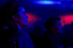 azul y rojo (Nando.uy) Tags: show blue red people azul uruguay la rojo montevideo trastienda espectadores nandouy